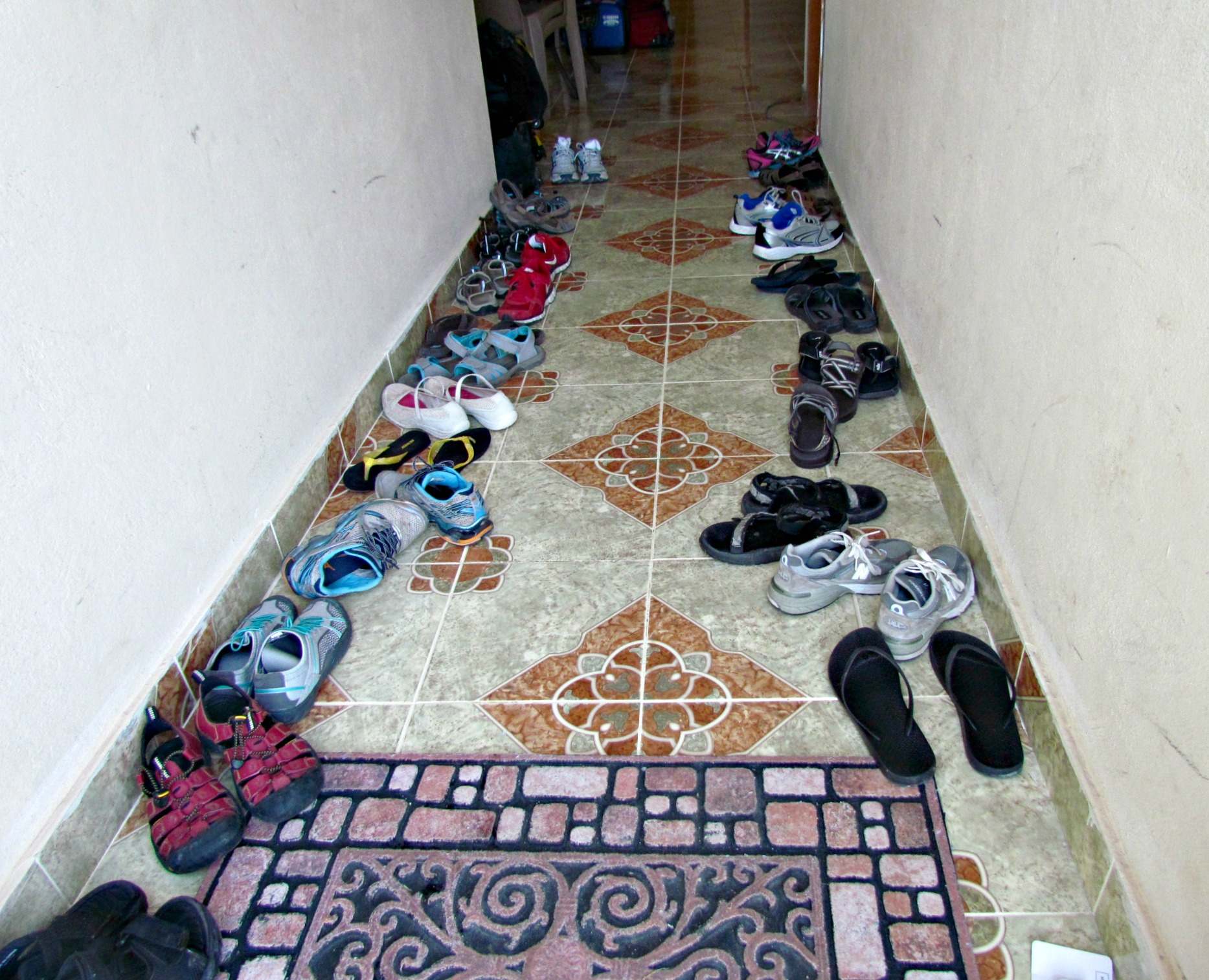 010513 shoes guest house